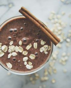 OATMEAL COOKIE SMOOTHIE // BACK TO - 250 Yummy Banana Recipes - RecipePin.com