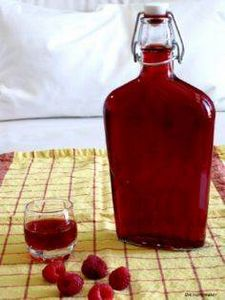 Homemade Raspberry Liqueur - 100 Beer And Alcohol Recipes - RecipePin.com