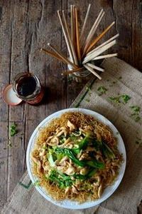 PAN-FRIED NOODLES W/ CHICKEN (Gai  - 235 Chinese Recipes - RecipePin.com