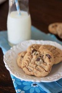 Peanut Butter Chocolate Chunk Cook - 300 Favorite Cookie Recipes - RecipePin.com