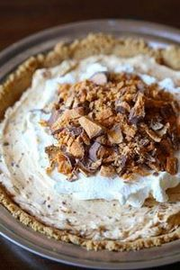 This creamy, cool Butterfinger Pie - 250 Pie Recipes + Tart Recipes - RecipePin.com
