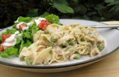 Simple Tuna Noodle Casserole. Phot - 140 Canned Tuna Recipes - RecipePin.com